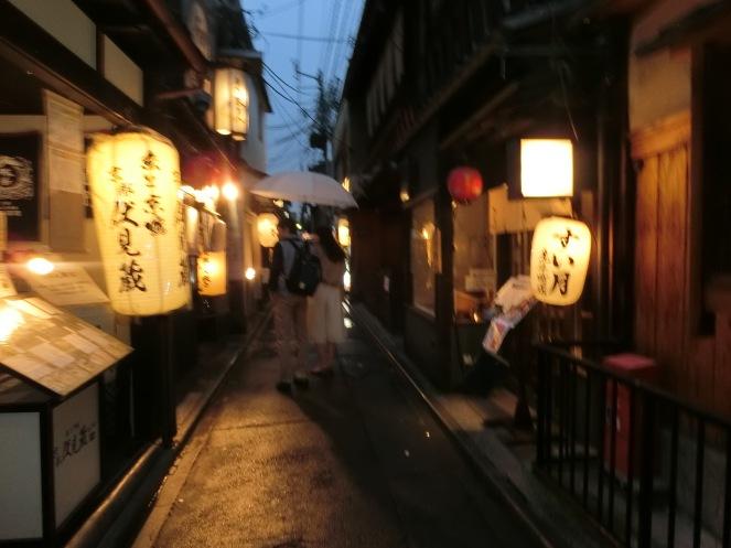 avril Japon pvt working holiday visa expatriation Kyoto geisha pontocho